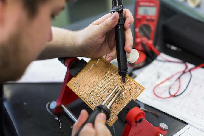 Auszubildende als Elektronikerin (w/m/d) für Betriebstechnik
