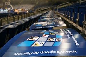 Vor dem Spiel: Im für das Recruiting-Event reservierten Block liegen Karriere-Informationen bereit