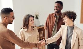 Kleidung im Vorstellungsgespräch: Tipps für Männer und Frauen.