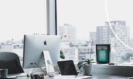 Geschäftliche E-Mails schreiben und beantworten.