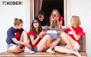 Die Zusammenarbeit im Team bringt dich in deinem Ferienjob weiter!