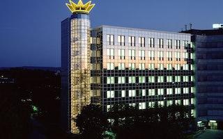 © Fotos: Schüco International KG: Die Unternehmenszentrale bei Nacht