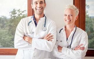 An unseren Kliniken und MVZs engagieren sich Ärzte, Pflegekräfte, Therapeuten, medizinische Fachkräfte, und Management dafür, Patienten eine qualitativ hochwertige und serviceorientierte Versorgung zu bieten: ziehen hier an einem Strang.