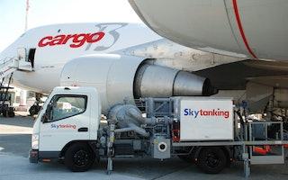 Unsere Tochtergesellschaft Skytanking betankt Flugzeuge an Flughäfen weltweit