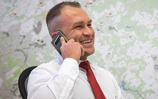 Trainee telefoniert