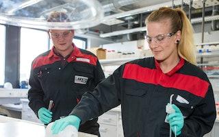 Bei uns erwartet dich eine spannende Ausbildung im Labor!