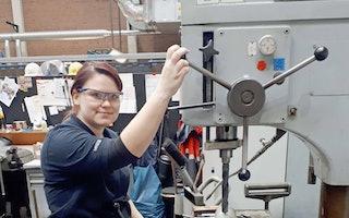Mädels in technischen Berufen ist längst keine Seltenheit mehr! Bewirb dich jetzt als Industriemechanikerin (w/m/d)!